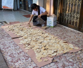 Thinly sliced bark which is made into tea and supposedly is good for the kidneys